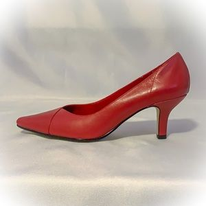 NWOT Bella Vita 7.5N red leather heels